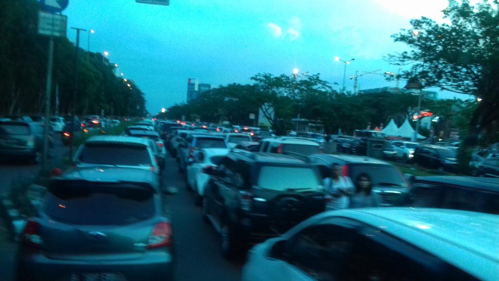 antrian kendaraan masuk Jakarta Fair