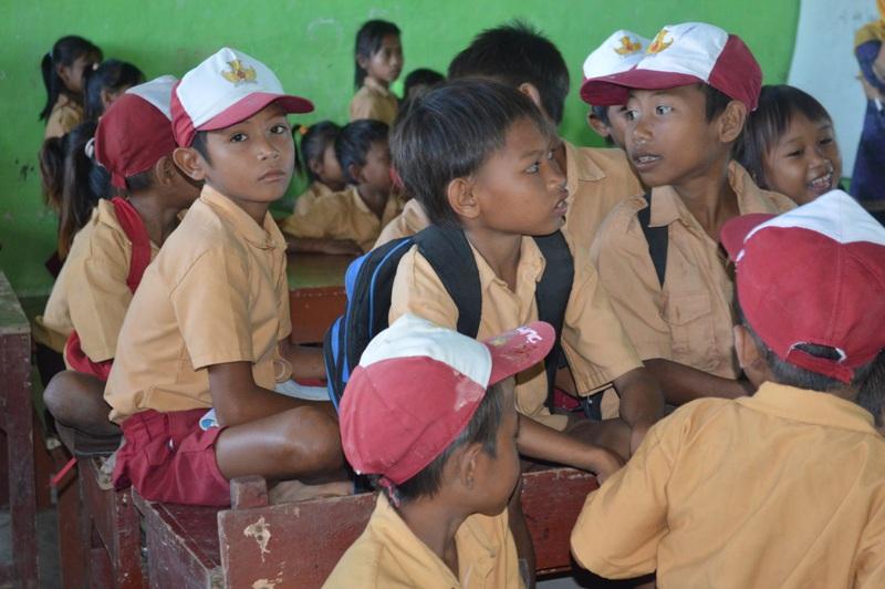 Sekolah terpencil di tepi Pantai Pink, Lombok Timur