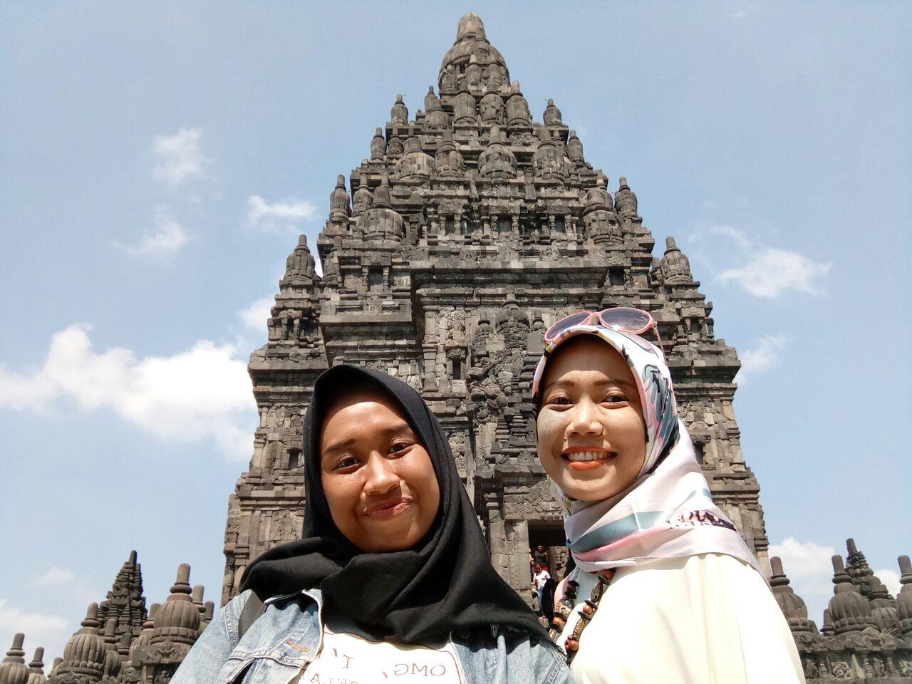 2 Sister in Candi Prambanan