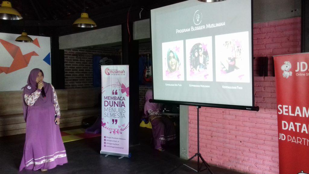 Pembukaan Acara Meet Up Blogger Muslimah di Bandung