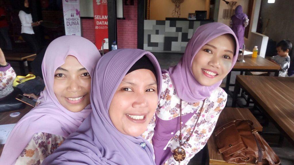 Trio Tukang Bajak Hape Orang :)