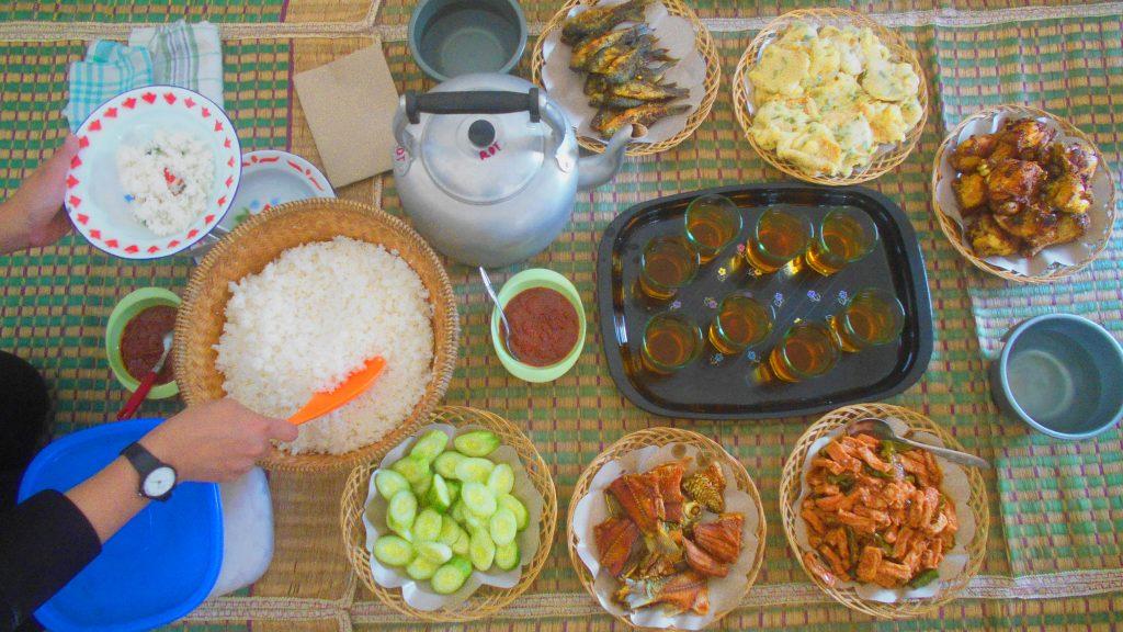 © Hidangan Botram Kampung Naga