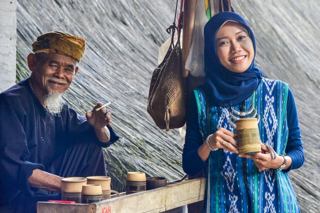 © Bersama Aki Pengrajin Cangkir Bambu