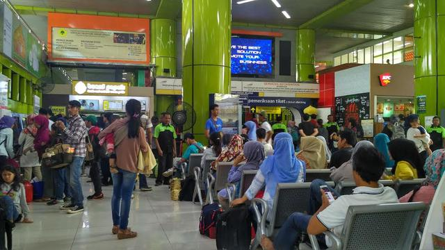 Perbedaan Stasiun Gambir dan Stasiun Pasar Senen